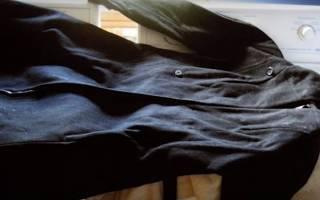 Как правильно стирать черные и темные вещи и одежду