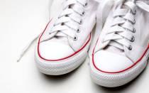 Белые кроссовки пожелтели после стирки – что делать