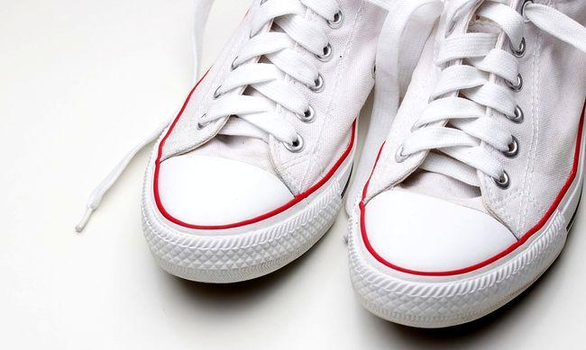 Почему белые кроссовки желтеют после стирки